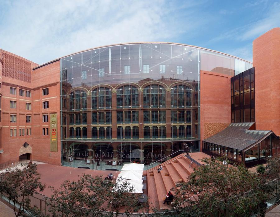 fachada modernista diseada por domnech i montaner forma parte de la ltima intervencin a cargo del prestigioso arquitecto scar tusquets